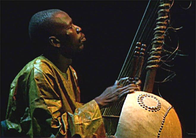 Kora: la harpeouest-africaine